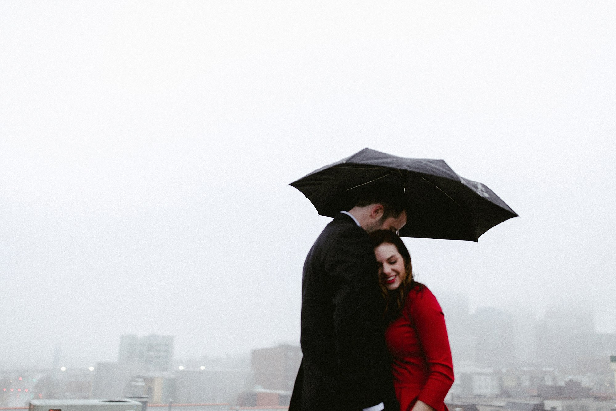 rainy day engagement shoot in Des Moines by anna jones photography