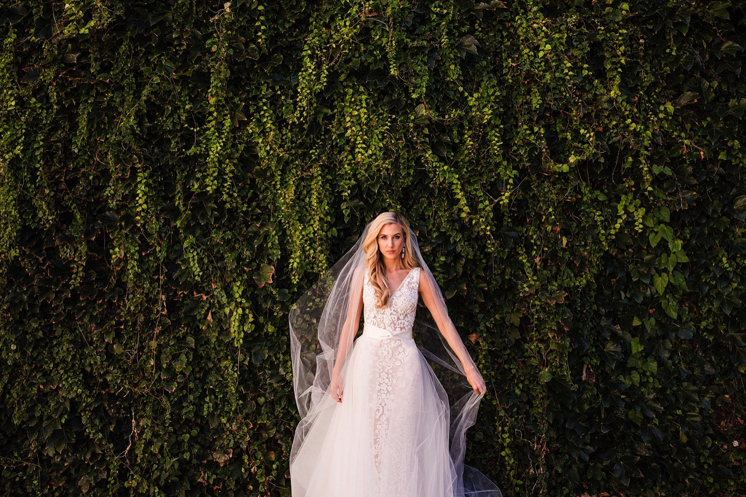 Rebecca Goldsmith Downtown Des Moines Wedding by Anna Jones Photography
