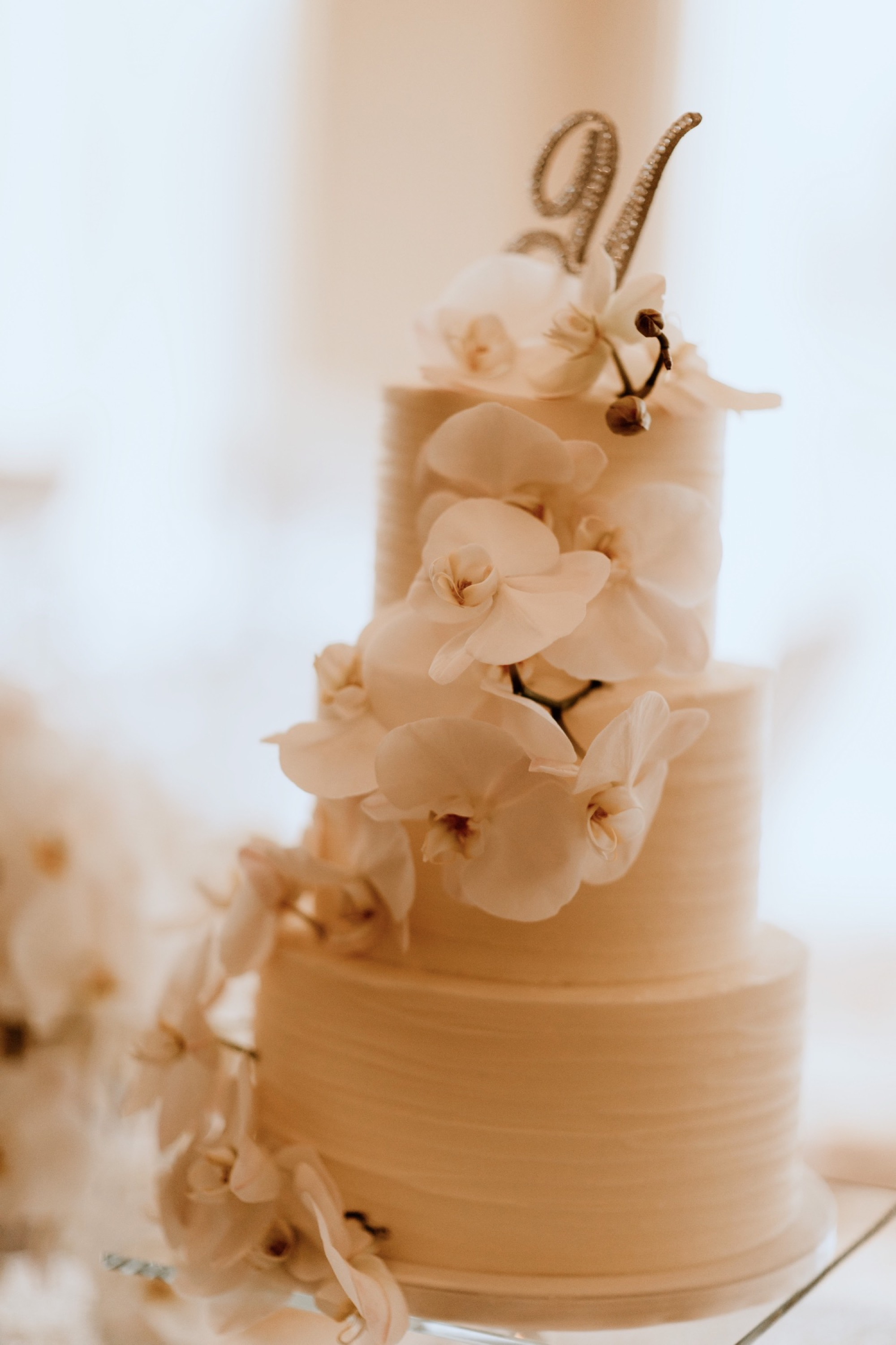 modern orchid floral decoration on cake at glen oaks wedding des moines by mimis sweet cakes and bakes